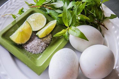 Ăn kèm rau răm với nhiều món ăn làm tăng thêm hương vị và hỗ trợ tiêu hóa