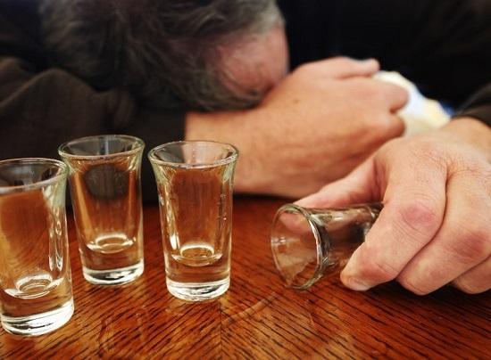 """Bia rượu chưa bao giờ là """"bạn tốt"""" của thận"""