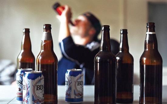 """Bia rượu là """"kẻ thù"""" số 1 của thận"""