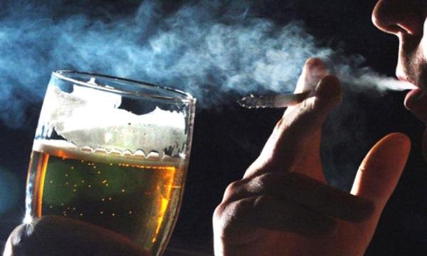 Các thói quen xấu như bia rượu thuốc lá là thủ thạm gây yếu sinh lý