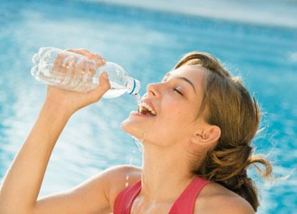 Bổ sung nước lọc cho cơ thể để giảm nồng độ Creatinin
