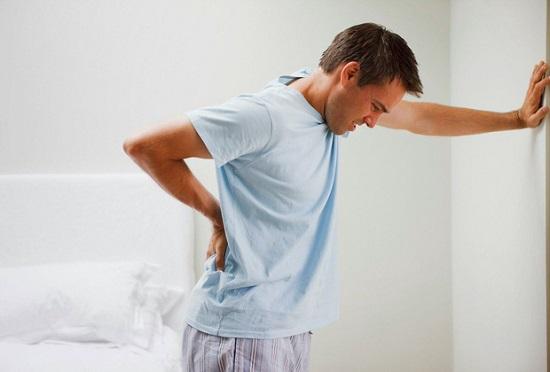 Đau lưng triệu chứng phổ biến dễ phát hiện của bệnh sỏi thận