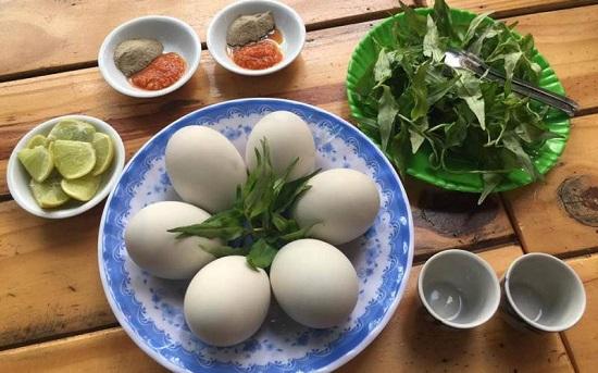 Nên ăn 2 quả trứng vịt lộn mỗi ngày