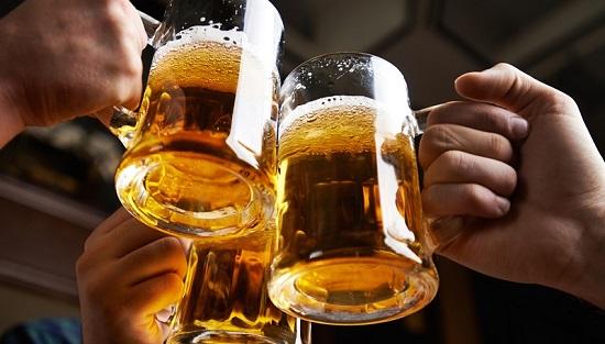 Lạm dụng bia rượu sẽ khiến các cánh mày râu phải ôm hận