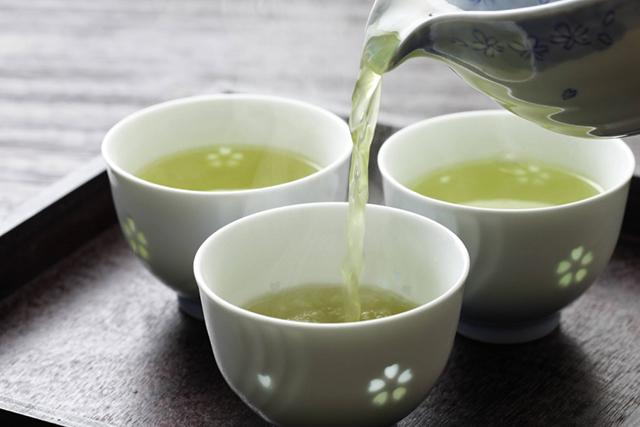 Uống trà xanh và các loại thảo dược giúp giảm nồng độ Creatinin hiệu quả
